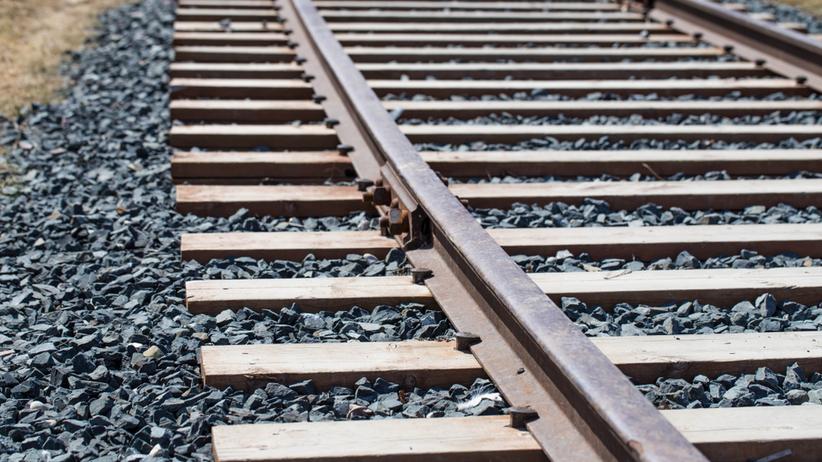 Samochód wjechał pod pociąg. Utrudnienia na linii Gorzów - Kostrzyn