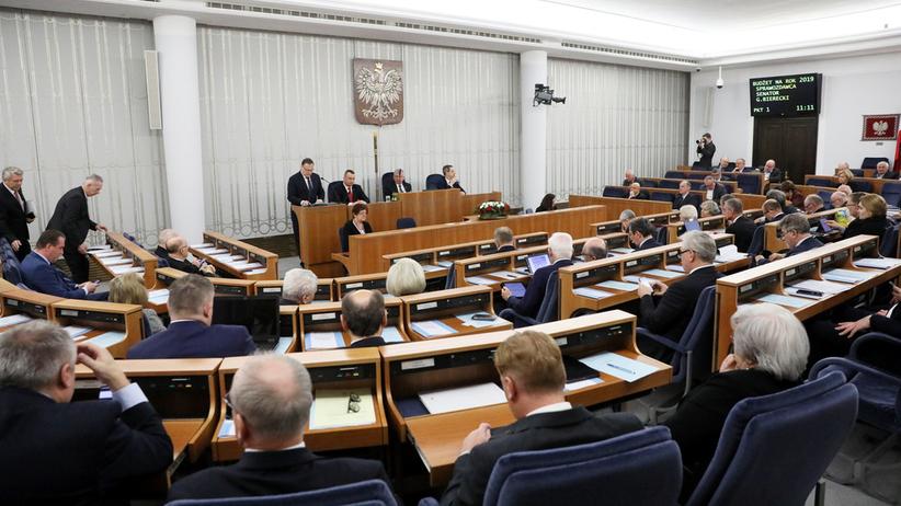 Senat zatwierdził ustawę Karta Nauczyciela. 300 zł więcej dla wychowawców klas