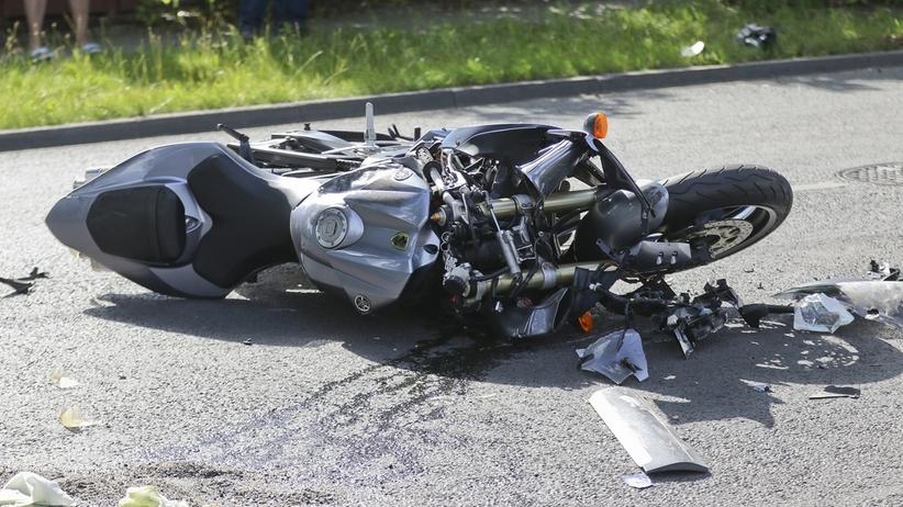 Tragedia na drodze krajowej. Motocykl zderzył się z sarną, nie żyją dwie osoby