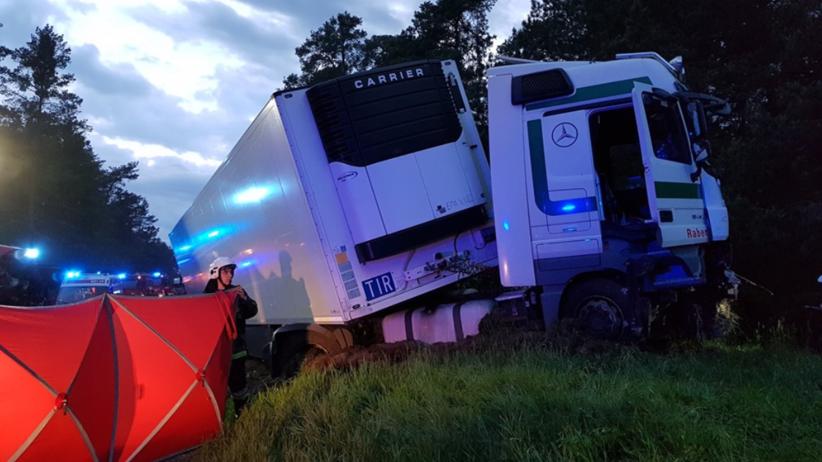Zderzenie trzech pojazdów na DK 12. Zginęły dwie osoby