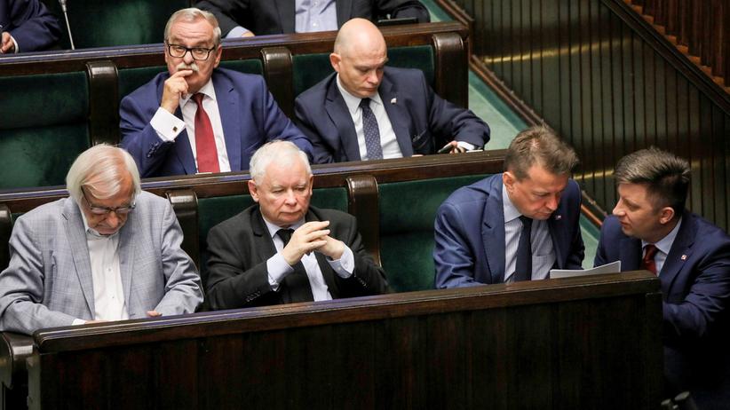 Nowy sondaż wyborczy. Poparcie dla PiS spada, nowa partia w Sejmie
