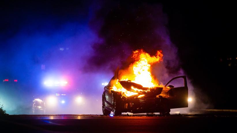 Makabryczny wypadek na drodze. W samochodzie spłonęła jedna osoba