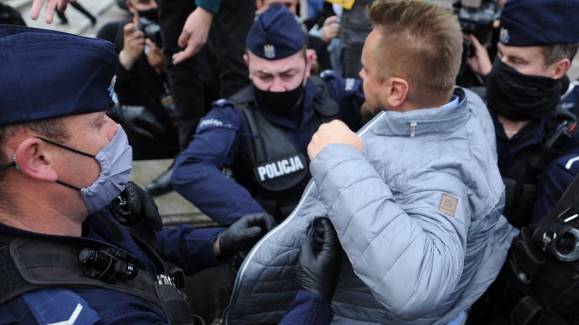 Strajk przedsiębiorców. Paweł Tanajno zatrzymany przez policję ZDJĘCIA -  Wiadomości