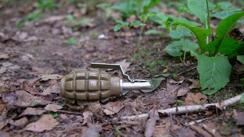 Na polu wybuchł granat. Nie żyje jedna osoba, druga jest ranna