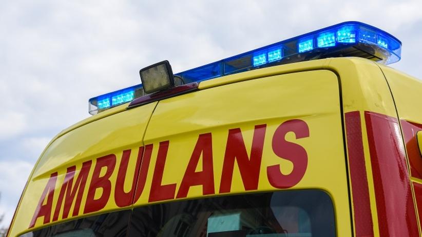 25-latek znaleziony pod drzwiami samochodu