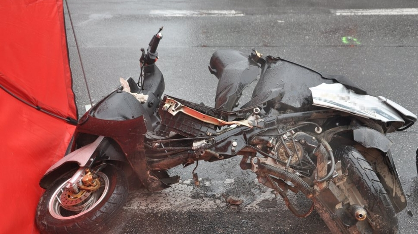 Tarnowskie Góry. Wypadek na dk 11. Kobieta na skuterze zderzyła się z ciężarówką