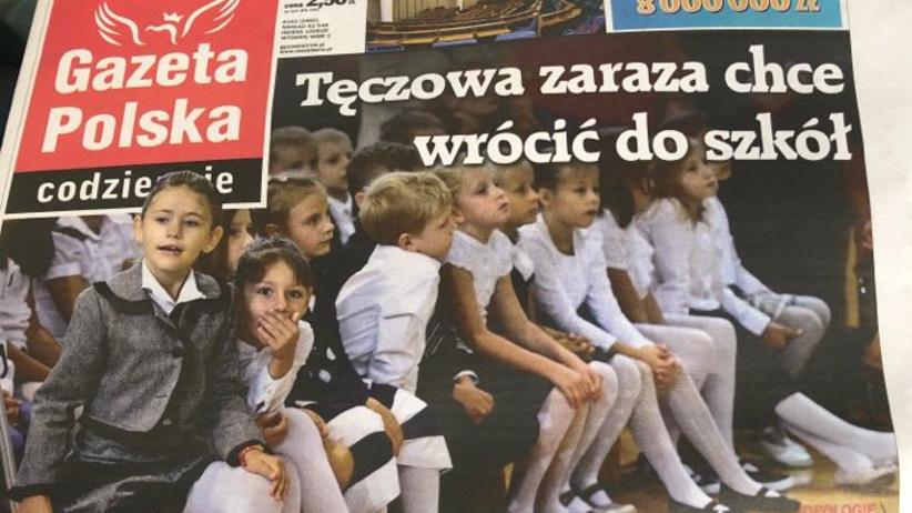 """""""Tęczowa zaraza chce wrócić do szkół"""". Homofobiczne treści na pokładzie LOT"""