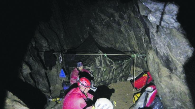 Ciała grotołazów wydobyte z jaskini. Akcja w Wielkiej Śnieżnej zakończona