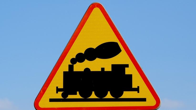Zderzenie pociągu i osobówki. Groźny wypadek na Mazurach
