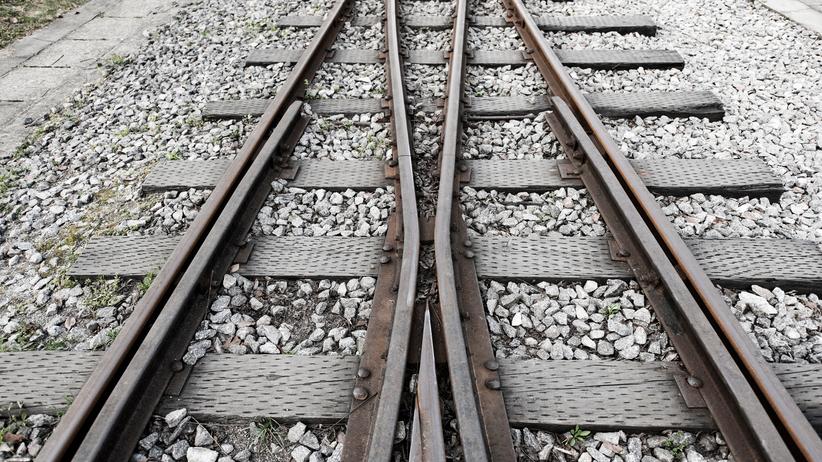 Tragedia na torach. Nie żyje 17-latka potrącona przez pociąg