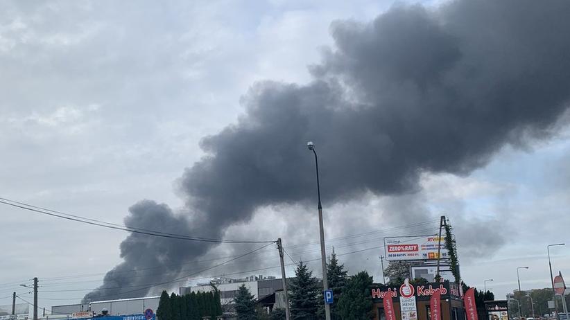 Płonie magazyn w stolicy. Walka z ogniem, na miejscu kilkanaście zastępów straży
