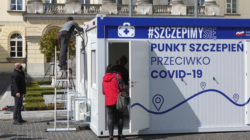 Mobilny punkt szczepień w Urzędzie Wojewódzkim w Warszawie