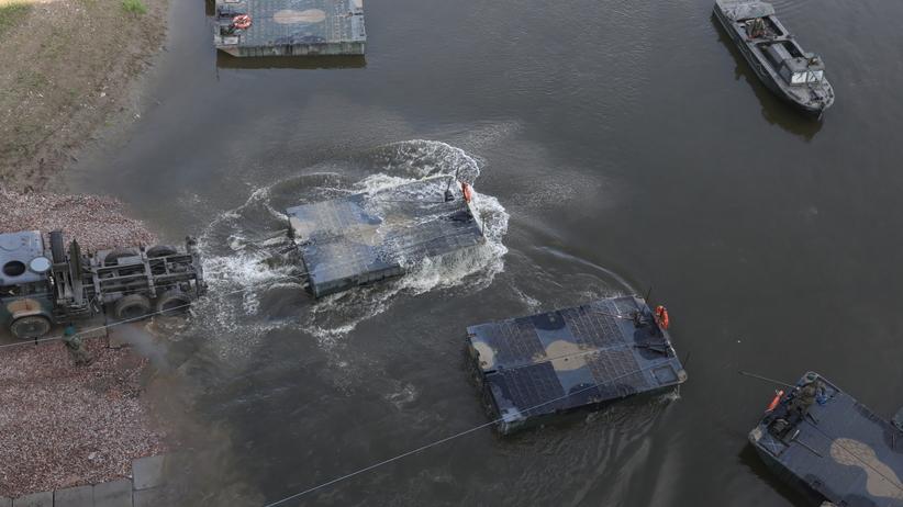 Most pontonowy na Wiśle w Warszawie