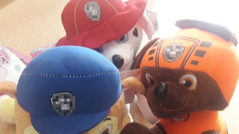 Piaseczno: policjanci zabezpieczyli nielegalnie sprzedawane zabawki. Mogą zawierać niebezpieczne substancje