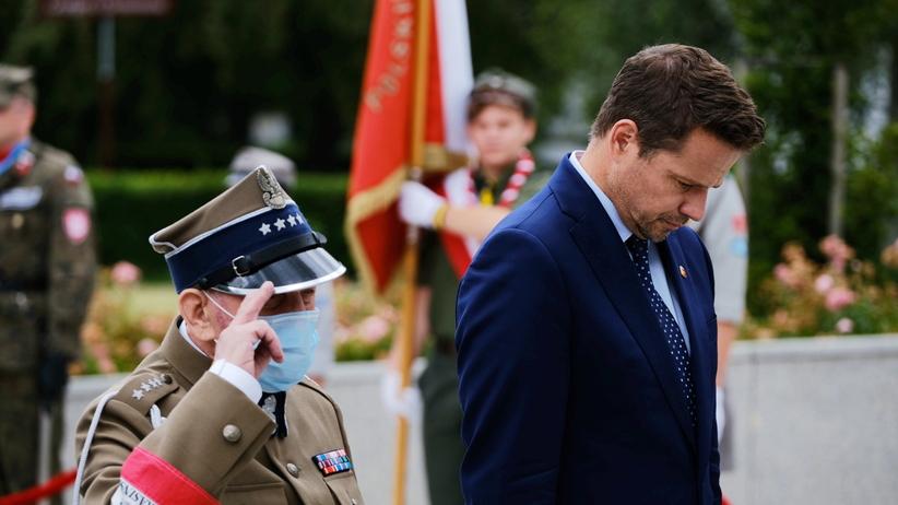 afał Trzaskowski składa wieniec przed pomnikiem Polskiego Państwa Podziemnego z okazji obchodów 76. rocznicy Powstania Warszawskiego