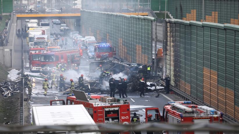 Tragedia na trasie S8. Auta osobowe zderzyły się z tirem, jedna osoba nie żyje