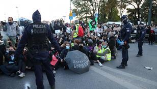 Liczne wylegitymowania i zatrzymania. Policja podała dane po Strajku Kobiet