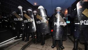 Policja wtargnęła na teren PW podczas Strajku Kobiet. Rektor żąda wyjaśnień