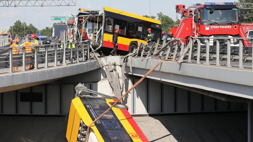wypadek autobusu na moście w Warszawie