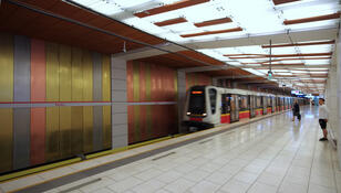 Reanimacja na stacji metra. Użyto defibrylatora