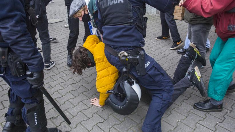 Demonstracja pod Sądem Okręfowym w