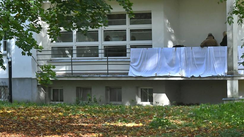 ciała kobiety na balkonie AWF