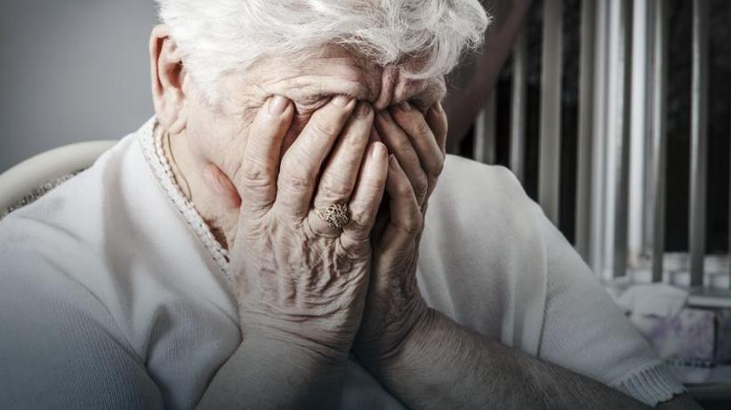 Przemoc opiekunki wobec osoby starszej
