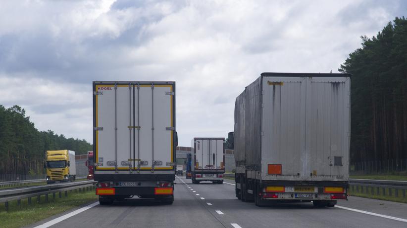Groźny wypadek na A2. Przewrócona ciężarówka blokuje ruch