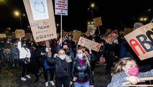 Wrocław: Ataki na uczestników manifestacji przeciw wyrokowi TK