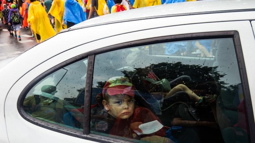 Zostawił dziecko w nagrzewającym się samochodzie. Grozi mu więzienie