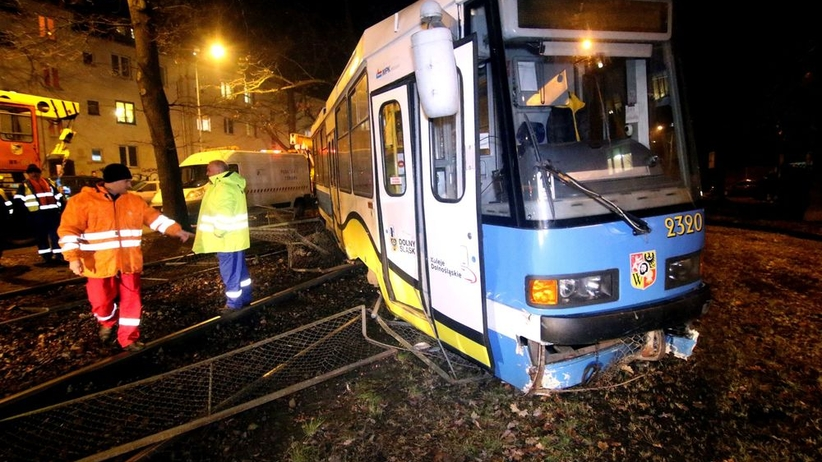 Tragedia na przystanku tramwajowym. Kobieta zginęła pod kołami pojazdu