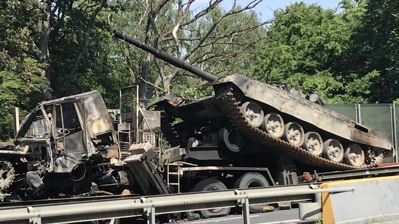 Czołgi spłonęły na autostradzie A6