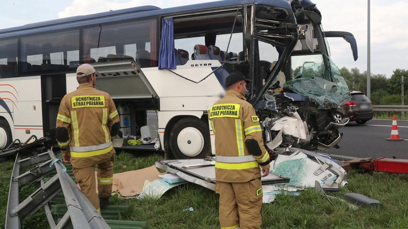 wypadek autokaru z dziećmi pod Kutnem