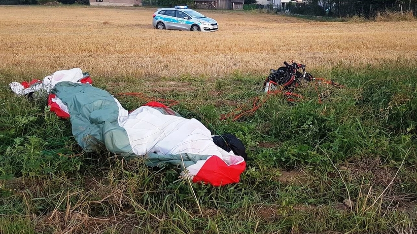 Motoparalotniarz spadł na pole w Skidziniu  k. Brzeszcz