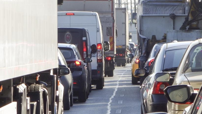 Wypadek na A8 k. węzła Wrocław Północ. Korek ma kilka kilometrów