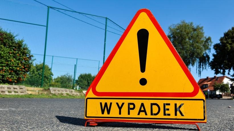 Wypadek na dk 11 k. Środy Wielkopolskiej. Na drodze leży cysterna