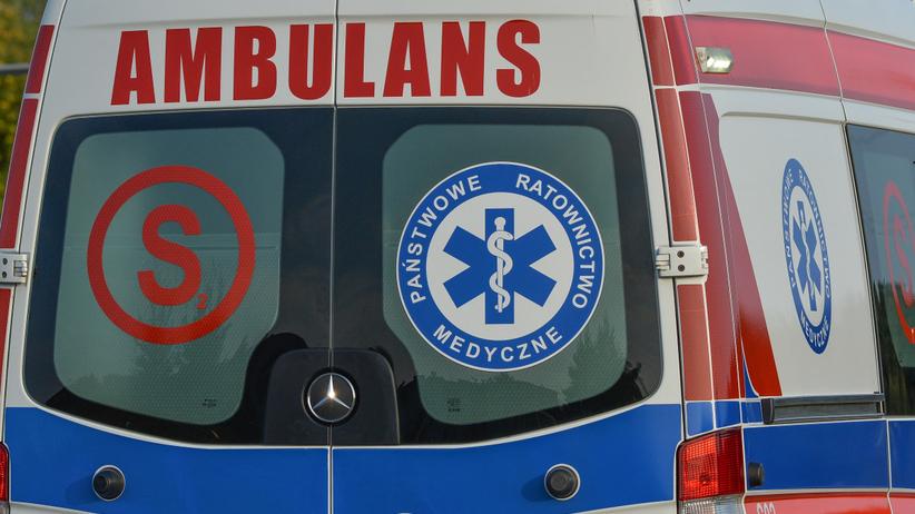 Wypadek pod pod Pińczowem na dw 766. Mężczyzna spadł z motocykla podczas jazdy