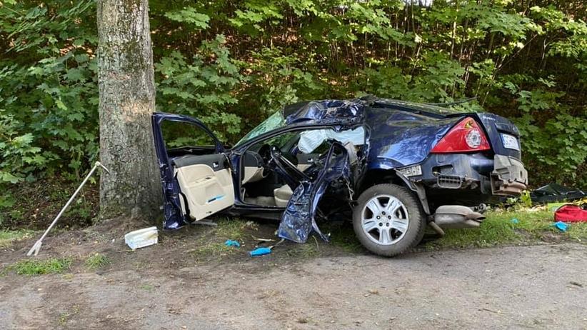 """Kierowca """"wystraszył się"""" wyprzedzając. W wypadku zginął zawodnik MMA [ZDJĘCIA]"""