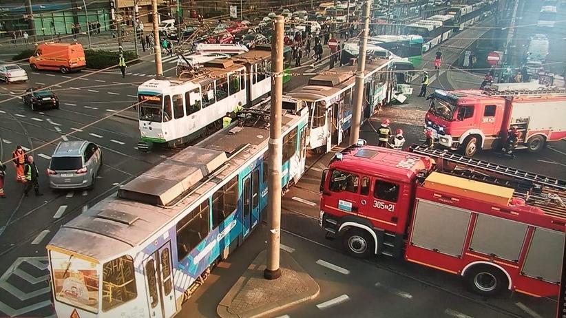 Czołowe zderzenie tramwaju i autobusu. Gigantyczne korki w Szczecinie