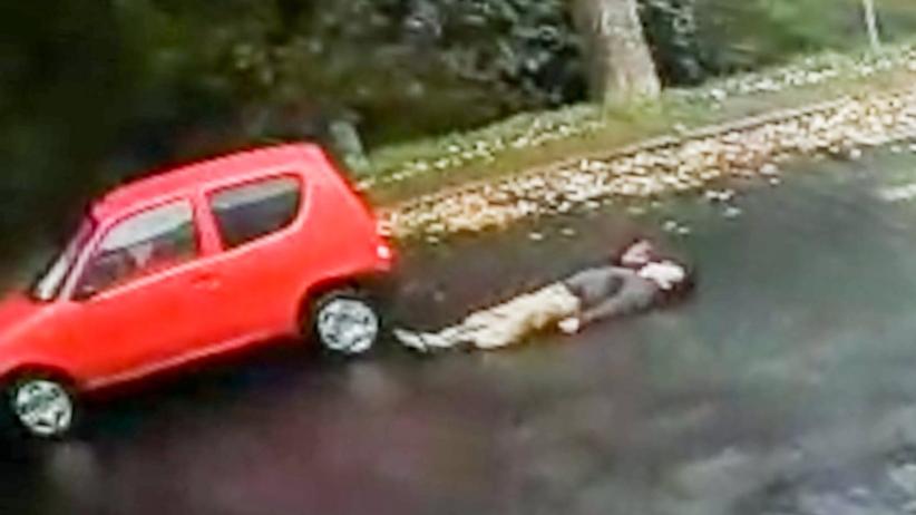 Wypadek w Żaganiu. Wjechała na pasach w pieszego, padł jak rażony prądem