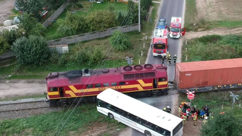 Pociąg uderzył w autobus we wsi Turkowy