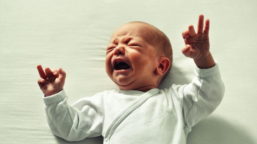 Ojciec pobił 2-miesięczne niemowlę. Prokuratura chce 15 lat więzienia