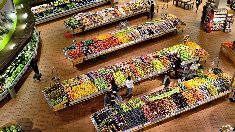 Skutki zakazu handlu. Sondaż IBRIS dla Radia ZET: 58 procent marnuje więcej jedzenia