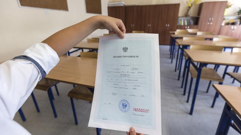 Zakończenie roku szkolnego 2020 i rozdanie świadectw. Jakie będą nowe zasady?