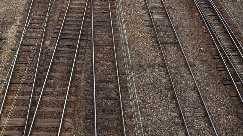 Żmigród. Nie żyje 14-letnia dziewczynka potrącona przez pociąg