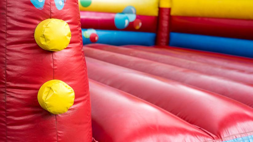 12-latek zginął na placu zabaw. Przygniótł go dmuchany zamek