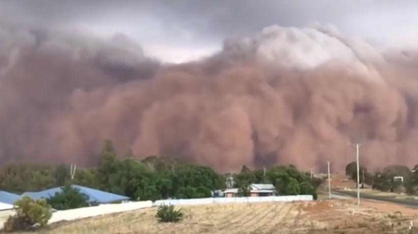 Australia. Powodzie, potężna burza piaskowa i gradobicia. Pogoda nie ma litości
