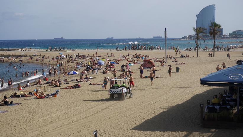 Barcelona. Ewakuacja plaży Sant Sebastia. Powodem ładunek wybuchowy