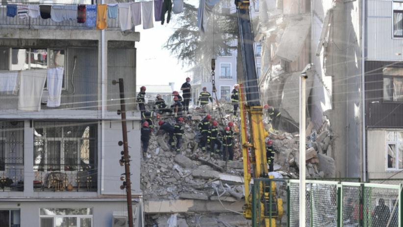 Ciała pięciu osób w gruzach zawalonego budynku w Batumi