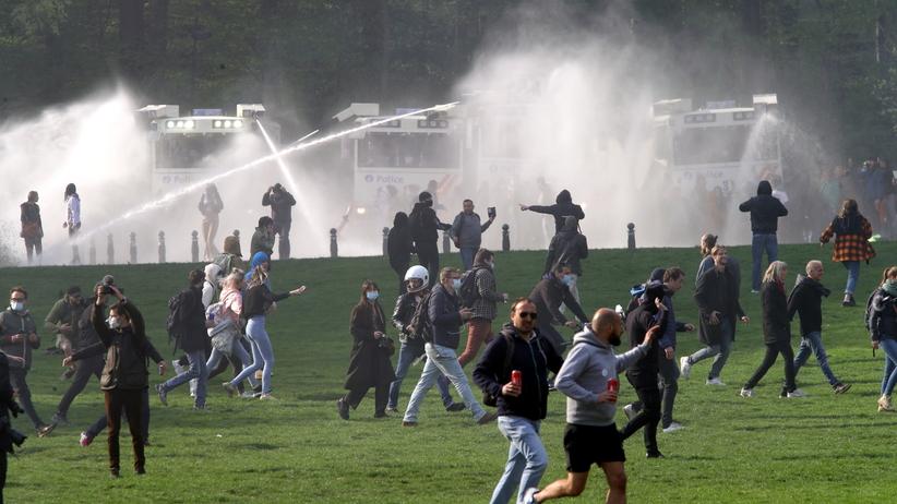 Belgia, policja pacyfikuje zgromadzenie w parku